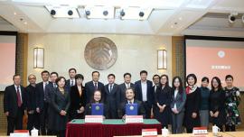 中公公益基金会捐资1亿元支持北大发展 李永新董事长获聘名誉校董